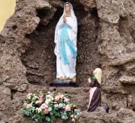 statua Madonna in OM